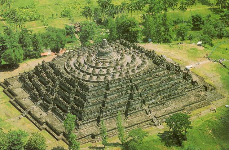 Gambar 3. Candi Borobudur, Jawa Tengah