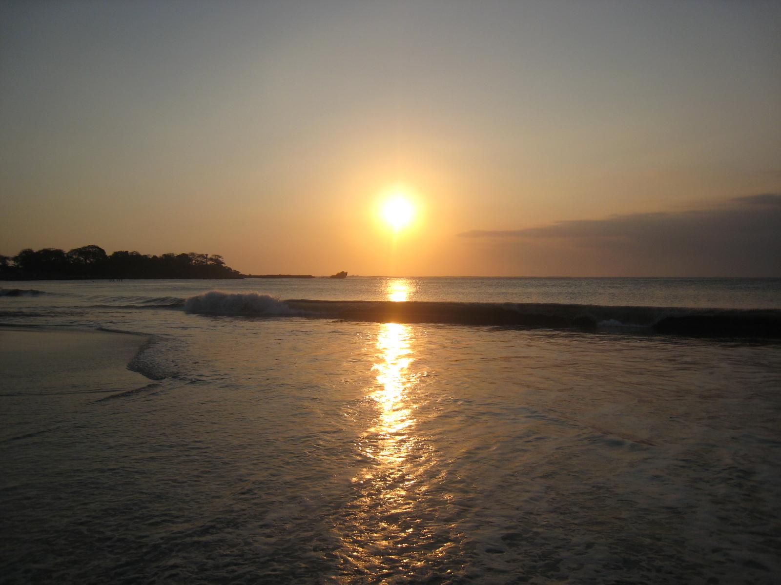 Menikmati Indah Pantai Santolo Garut