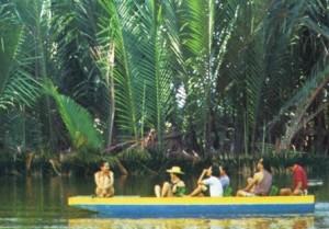 Menyusuri sungai di Tampang-Belimbing