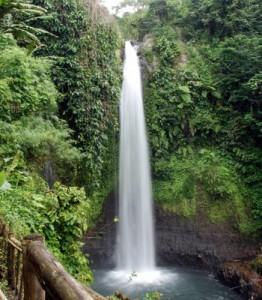 http://www.potlot-adventure.com/wp-content/uploads/2009/08/curug-luhur-262x300.jpg