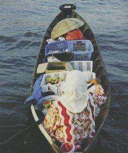 Menjaga Tradisi dari Atas Perahu