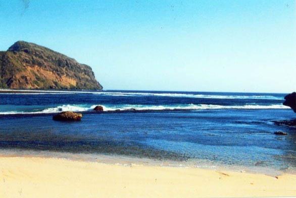 Pesona Pantai Maluk di Sumbawa Barat