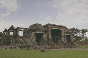 Istana Raja Bangau di Bukit Kedamaian