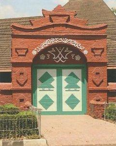 Masjid Merah Sang Cipta Rasa Cirebon – Jawa Barat