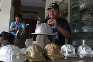 Belajar Membuat Perhiasan Perak di Kotagede