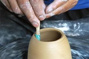 Belajar Membuat Keramik di Rumah Tanah Baru