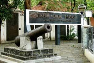 Museum Taman Prasasti: Bekas Pemakaman yang Tidak Lagi Angker