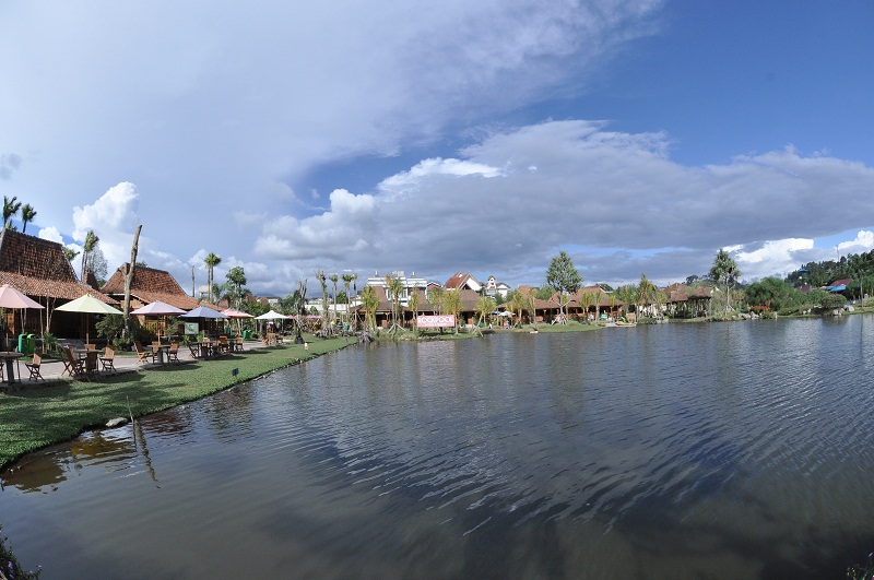 Natural Concept Holiday Destination at Floating Market Lembang