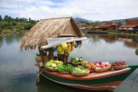 Liburan Berbeda di Bandung, Melancong ke Pasar Apung