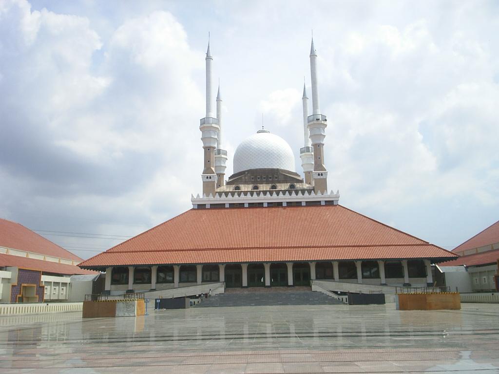 Wisata Ziarah ke Masjid Agung Demak