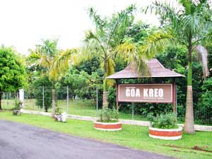 Menuju Goa Kreo