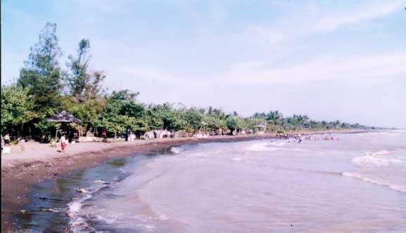 Pantai Purwahamba Indah, Menikmati Pesisir dari Tengah Laut
