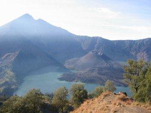Gunung Rinjani Destinasi Liburan Petualang Sejati