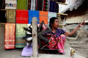 Menengok Kehidupan Suku Sasak di Desa Sade