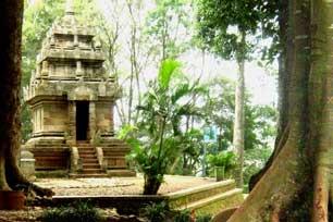 Situ dan Candi di Kampung Pulo, Garut