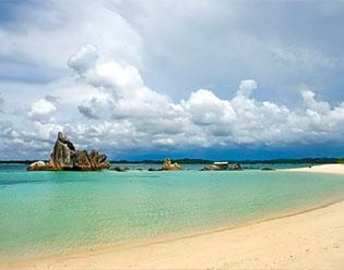 Terpesona Indahnya Batu Granit di Pulau Burong