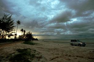Suatu Hari di Pantai Pasir Padi, Bangka