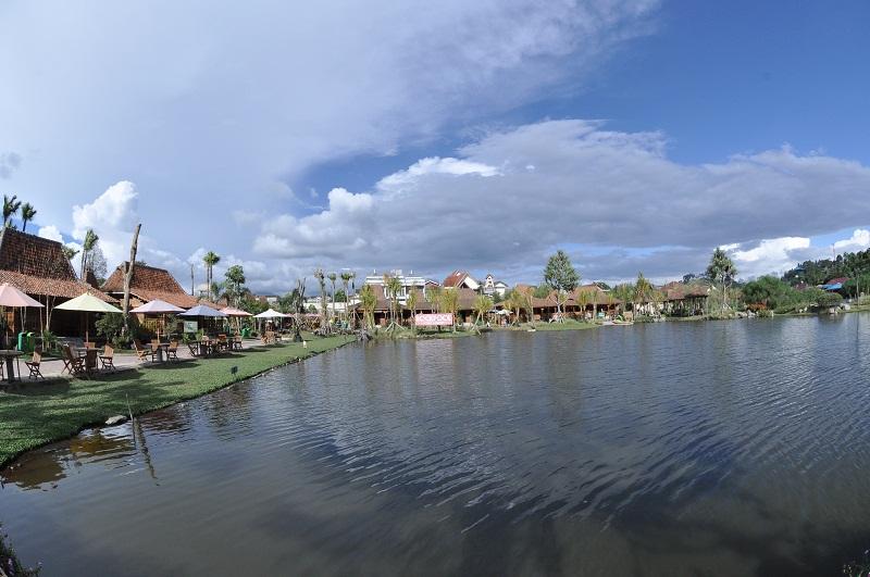 Natural Concept Holiday Destination at Floating Market Lembang