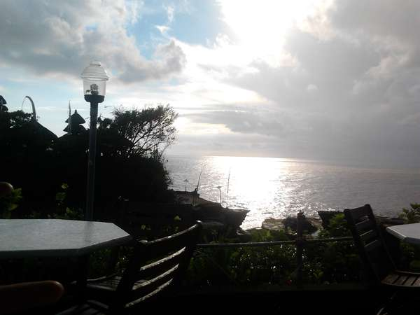 Sunset di Tanah Lot, Bali Memang Tak Terlupakan